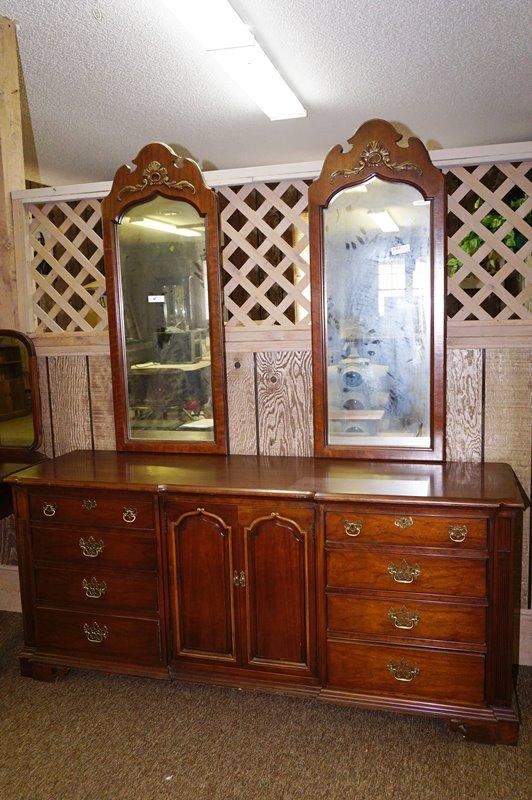 Lot 1003 Of 597 Vintage Thomasville Dresser With Double Mirrors