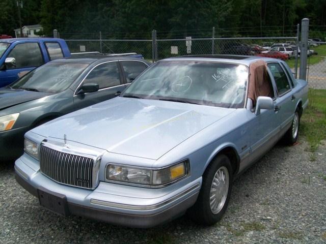 1997 Lincoln Town Car Sedan Signature V8 4 6l