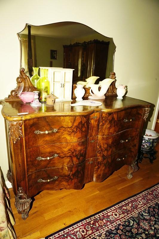 Antique Serpentine Front Dresser With Ornate Mirror And Claw Feet Mbr